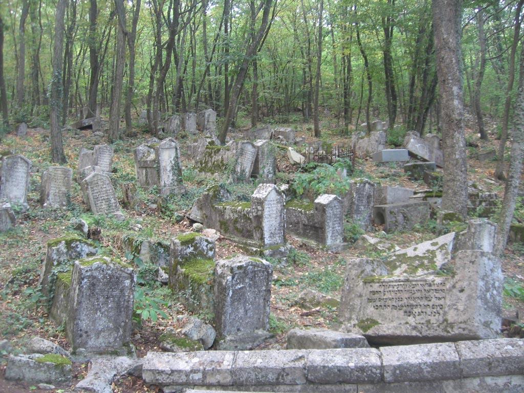 Караимское кладбище позле Чуфут-Кале
