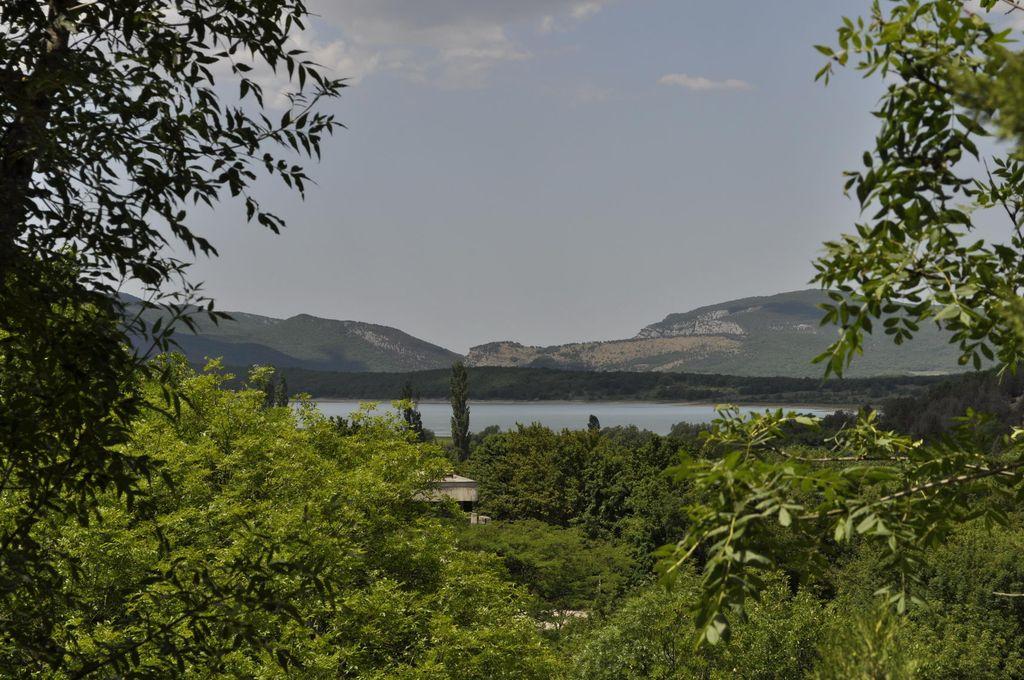 Байдарская долина вид с дороги к Скельской пещере